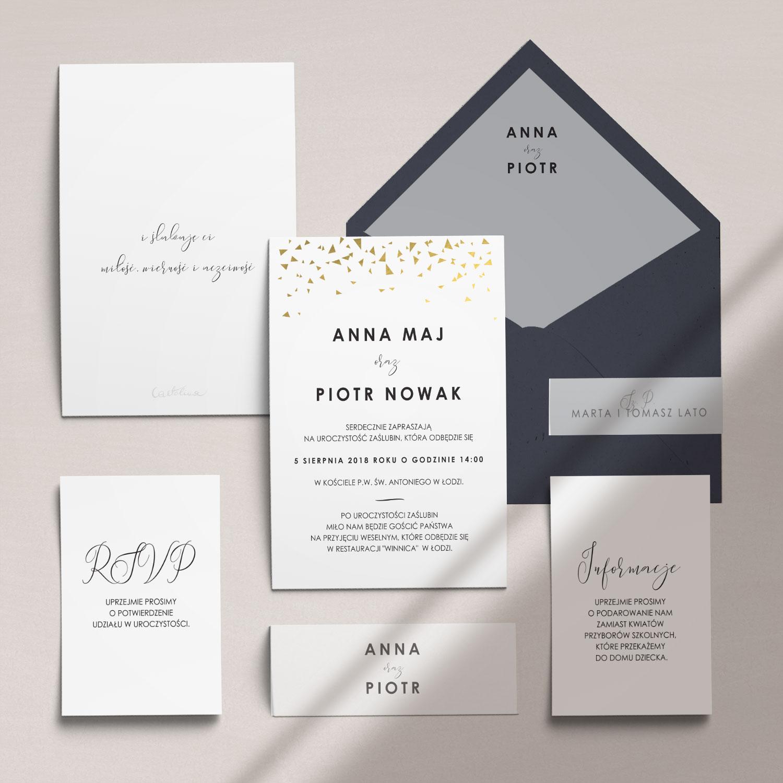 Nowoczesne zaproszenia ślubne złocone wraz z kopertą, RCVP oraz opaską z kolekcji Złote trójkąciki firmy Cartolina - zaproszenia ślubne