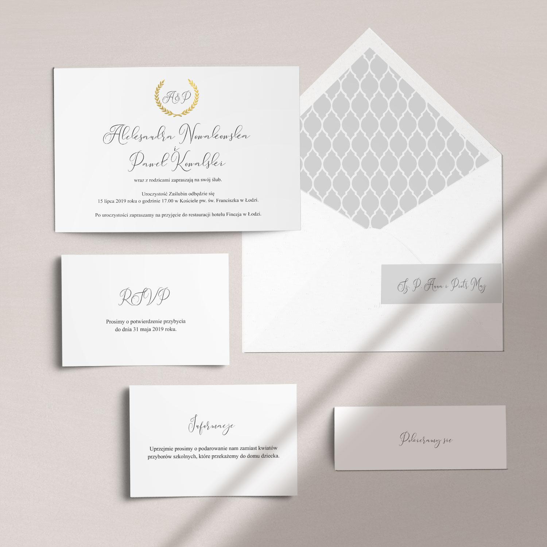 Eleganckie zaproszenia ślubne złocone wraz z kopertą, RCVP oraz opaską z kolekcji Złoty monogram firmy Cartolina - zaproszenia ślubne