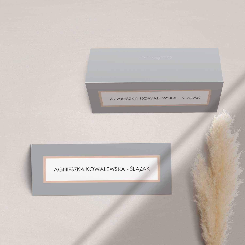 Elegancki winietki na stół z kolekcji Baśniowa szarość firmy Cartolina - zaproszenia ślubne
