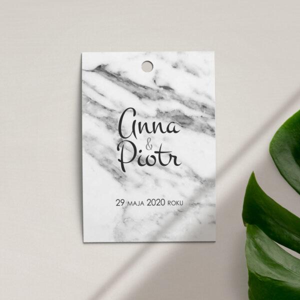 Zawieszka, etykieta na butelkę lub prezent z kolekcji Marmur i złoto firmy Cartolina - zaproszenia ślubne
