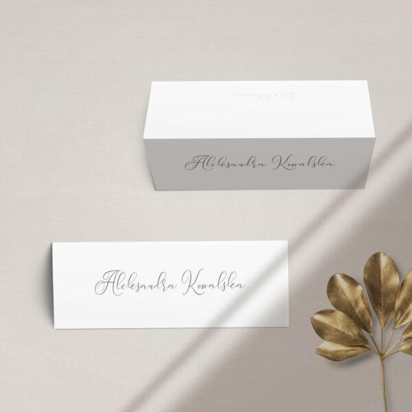 Winietka na stół z kolekcji Złoty monogram firmy Cartolina - zaproszenia ślubne